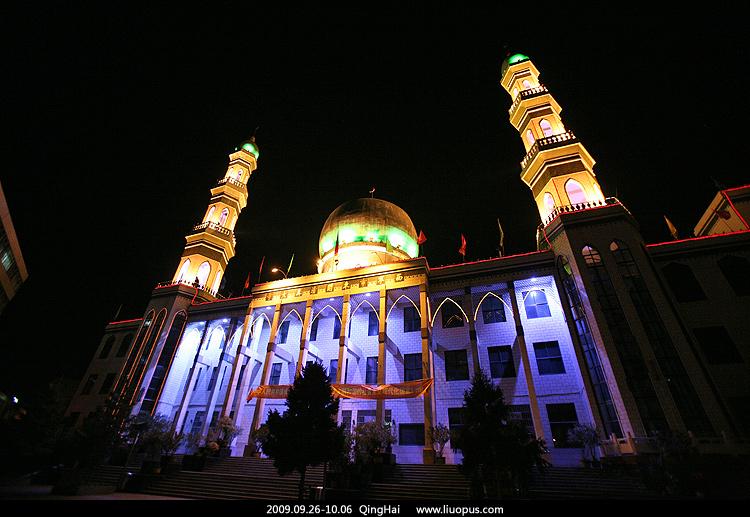 路过西宁东关清真大寺随手按了一张;这是青海省最大的一座清真寺图片